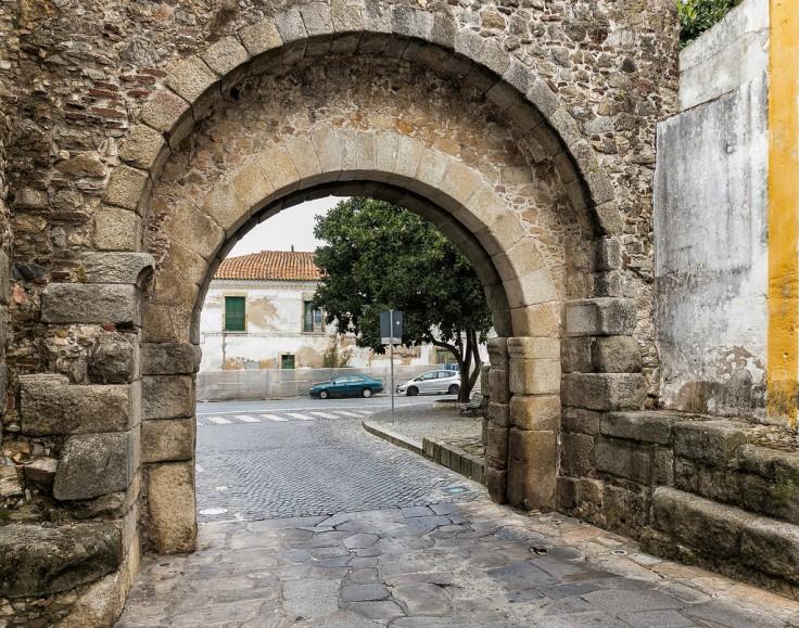 Arco Romano D. Isabel Eduardo Estellez