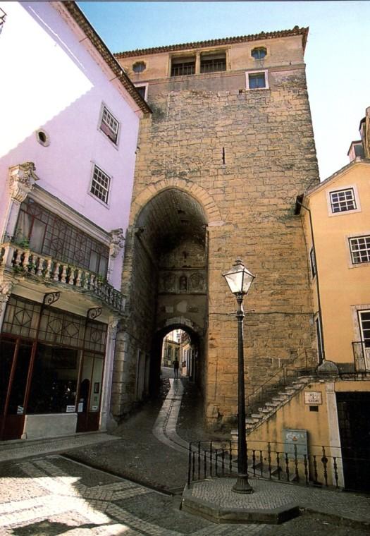 Torre_de_Almedina_in_Coimbra
