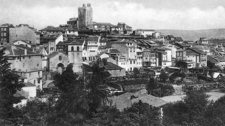 Igreja de Almacave, e Castelo, ainda com os sinos