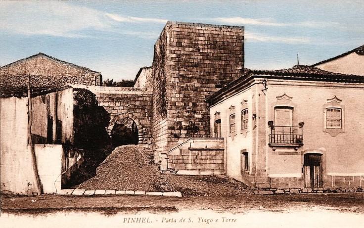 Pinhel Porta Santiago